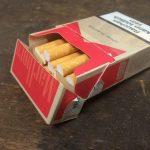 Glücklicher Nichtraucher mit Hypnose